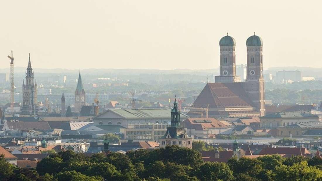 Region: Kaum zu glauben, aber wahr - auch der Wohnort spielt eine Rolle, wenn es um den Verdienst geht. Laut des stepstone Gehaltsreports 2017 steht aber nicht etwa Bayern auf Platz eins der Top-Regionen, sondern Hessen. München ist aber trotzdem ein gutes Pflaster für Spitzengehälter.
