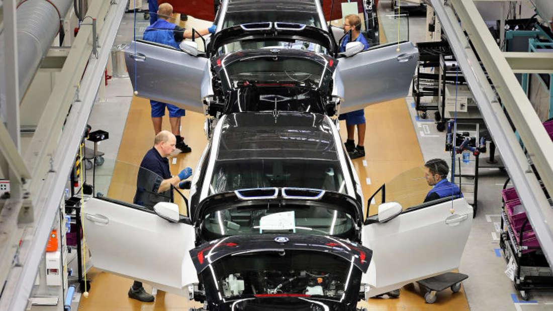 Branche: Manche Branchen zahlen traditionell mehr als in anderen. Zu den Gutverdienern zählen laut Gehalt.de vor allem Automobilindustrie, Chemie und Banken. Hier winkenEinstiegsgehälter von über 54.000 Euro.