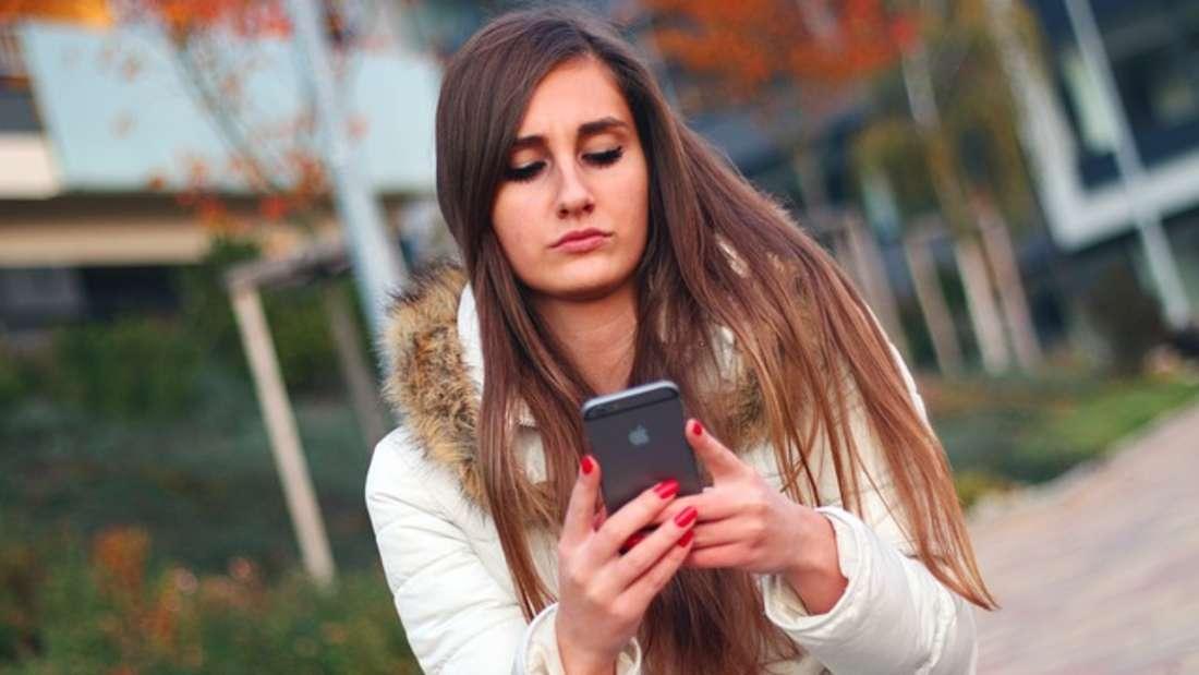 Wer ständig zu viel für sein Handy zahlt, sollte dringend den Tarif wechseln. So können Sie je nach Anbieterim Monat bis zu 25 Euro sparen.