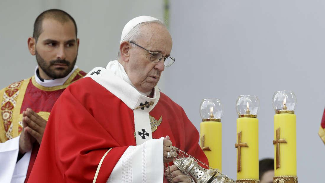 Papst Franziskus hat erneut Verständnis für die Empörung vor allem junger Katholiken über die weltweiten Missbrauchsvorwürfe gegen Geistliche geäußert.