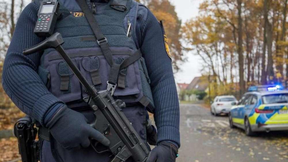 Polizei Kommt Wegen Haftbefehl