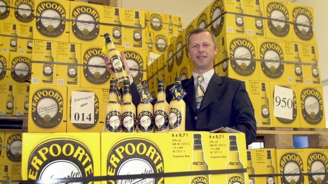 William V.E. Verpoorten steht am Montag in Bonn im Lager der von ihm in der fünften Generation geführten Eierlikör-Destillerie