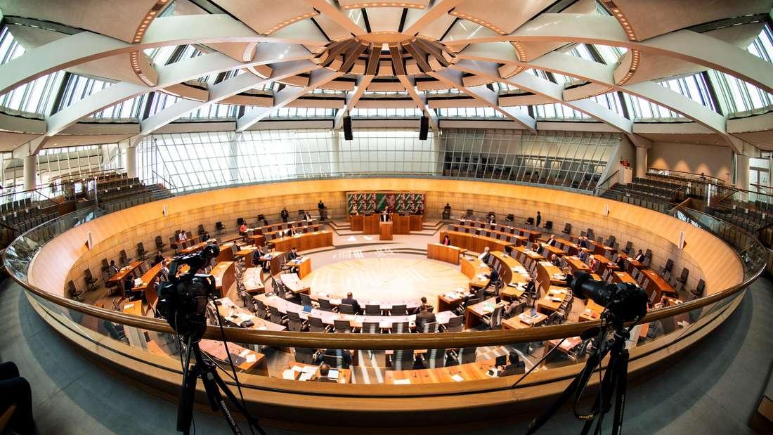 Düsseldorf: Der nordrhein-westfälische Landtag debattiert