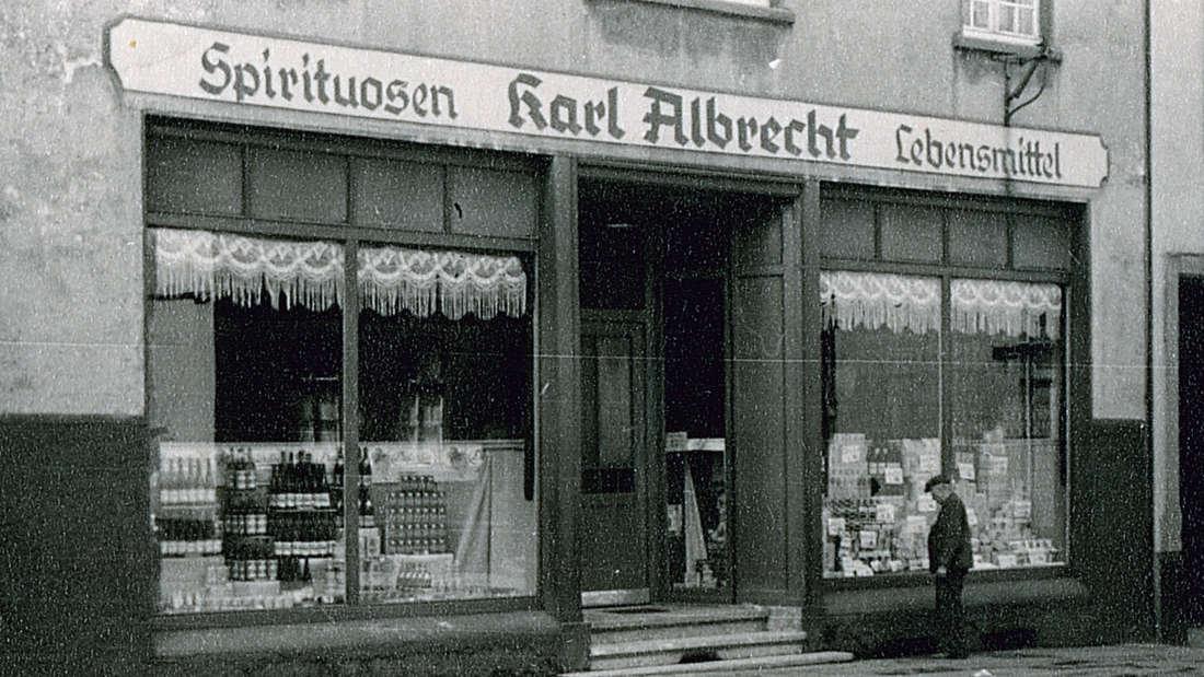 Die Aldi-Filiale im Geburtshaus der Aldi-Gründer Karl und Theo Albrecht im Stadtteil Schonnebeck, fotografiert im Jahr 1930.