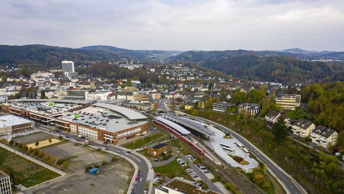 Die Innenstadt von Gummersbach im Bergischen Land, Forum Center und Bahnhof