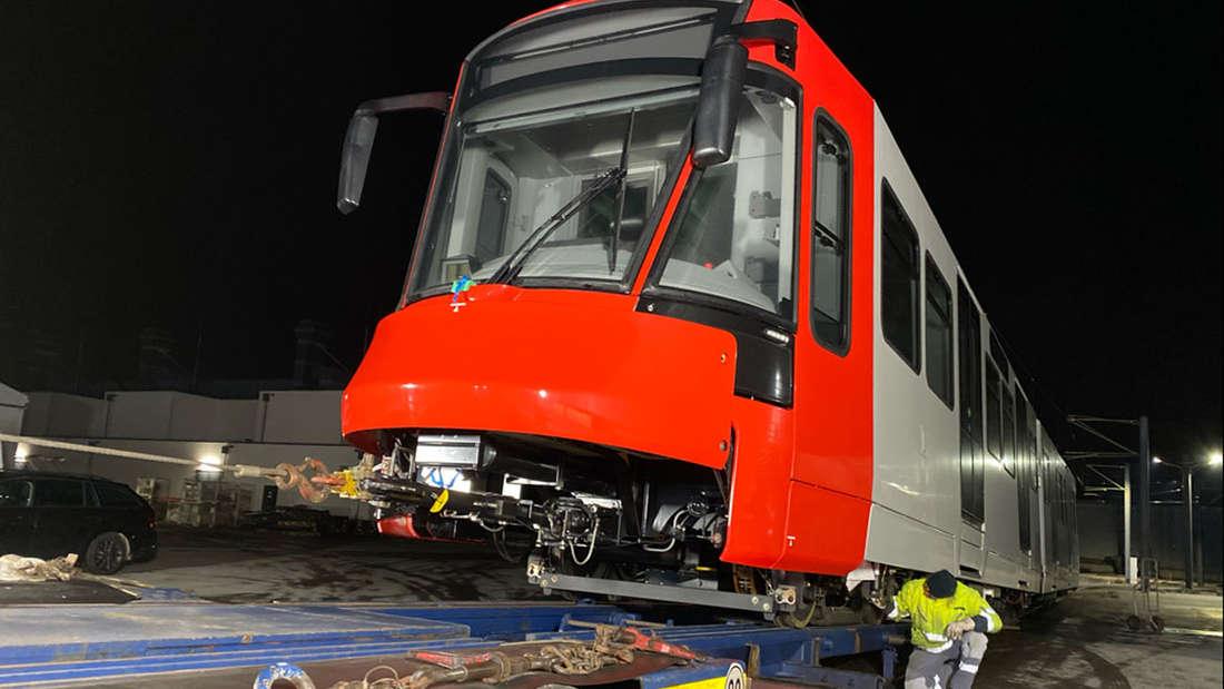 Eine Hochflur-Stadtbahn (HF6) wird bereitgestellt.