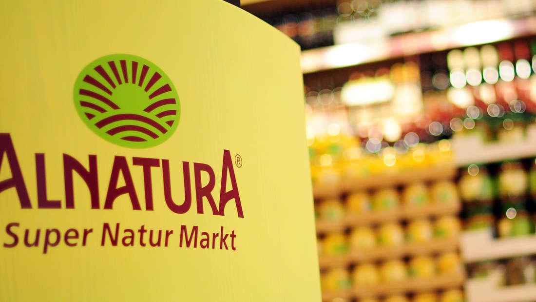 Das Logo des Unternehmens Alnatura, aufgenommen in einem Alnatura Markt