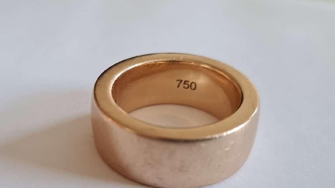 Auf diesen Ring aus 750er Rotgold hatten es Räuber in Düsseldorf unter anderem abgesehen.