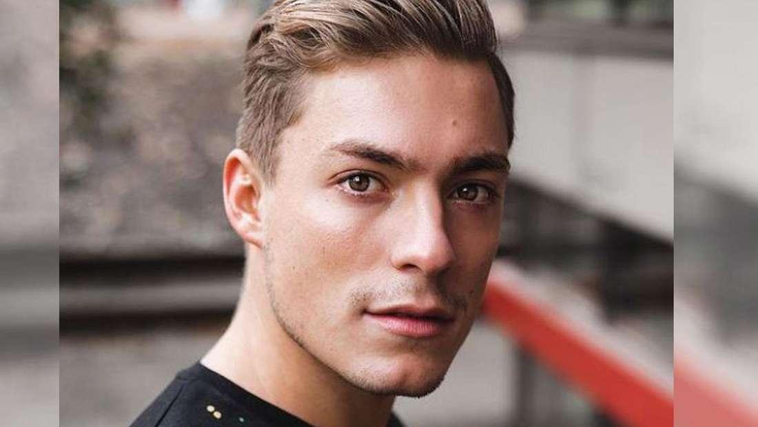 Henrik Stoltenberg trägt ein dunkles Shirt.