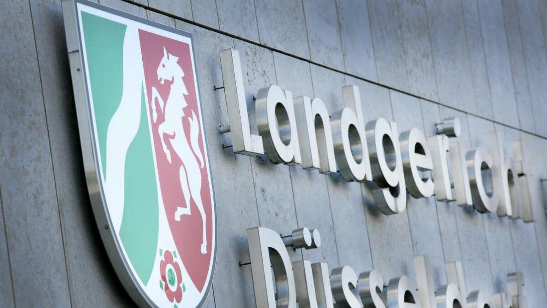 """Die Aufschrift """"Landgericht Düsseldorf"""" steht am Gebäude des Landgerichts."""