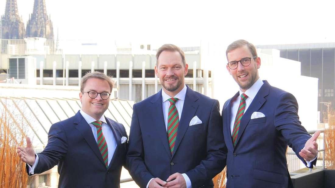 Das designierte Kölner Dreigestirn 2021 Jungfrau Gerdemie, Prinz Sven I. und Bauer Gereon in Köln, im Hintergrund ist der Dom zu sehen.