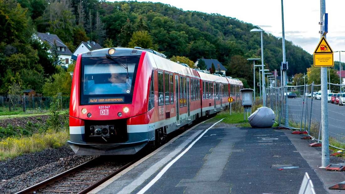 Regionalzug der Linie S 23 Voreifelbahn im Bahnhof von Bad Münstereifel
