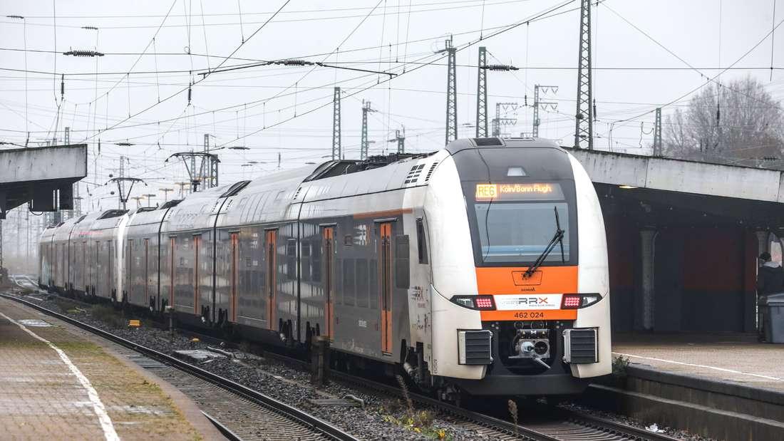 Hamm (Westf) Hauptbahnhof. Rhein-Ruhr-Express RRX Zug (RE6 Ziel Köln/Bonn Flughafen) National Express