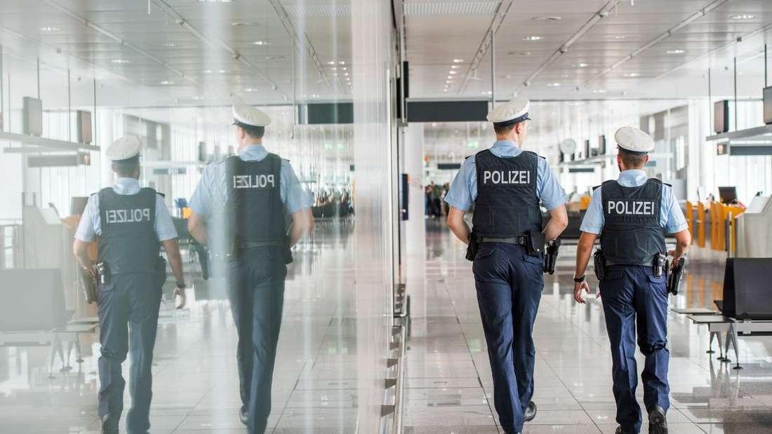 Eine Streife der Bundespolizei im Transitbereich des Münchner Flughafens.