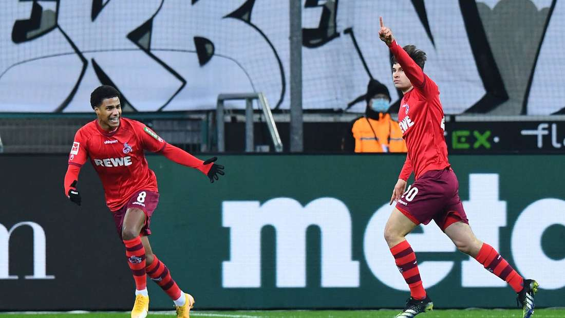 1. FC Köln im Borussia-Park in Mönchengladbach: Torjubel zum 0:1 durch Elvis Rexhbecaj.