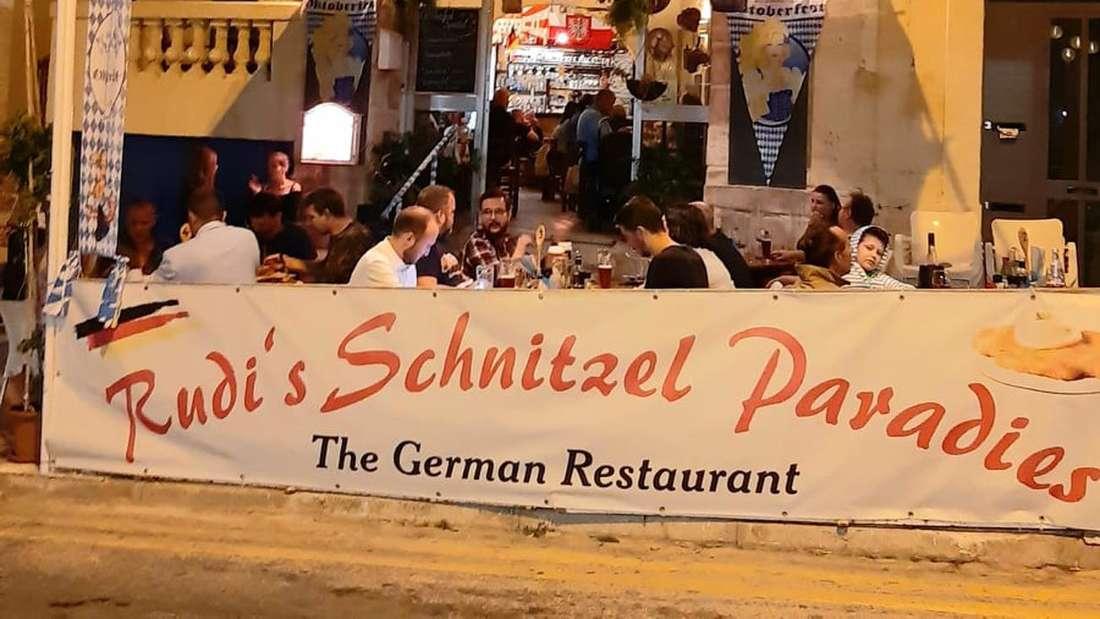 """Außenansicht des Restaurants """"Rudi´s Schnitzelparadies""""."""