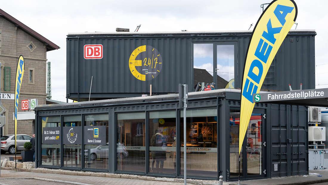 Der automatisierte Minishop der Deutschen Bahn und Edeka Südwest von Außen.