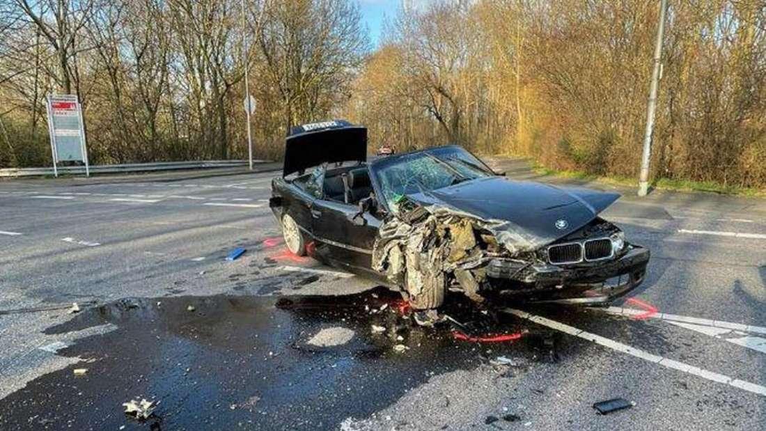 Der BMW erlitt einen Totalschaden.
