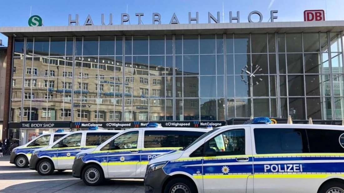 Einsatzfahrzeuge der Bundespolizei vor dem Kölner Hauptbahnhof (Symbolbild).