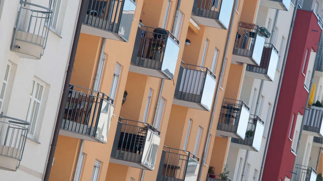 Verschieden farbige Häuserfassaden sind am 15.06.2012 in München (Oberbayern) zu sehen.
