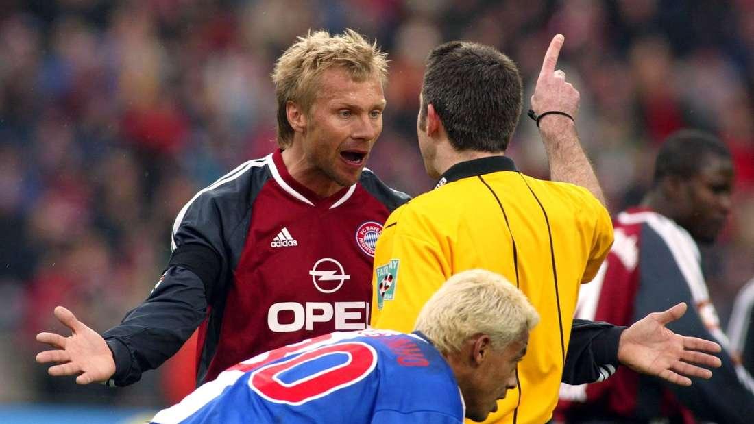 Thorsten Fink (FC Bayern) protestiert gegen Entscheidung von Schiedsrichter Uwe Kemmling