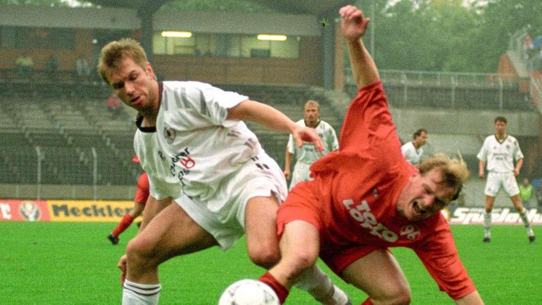 Bernd Hollerbach (links) holt gegen Matthias Weise aus.