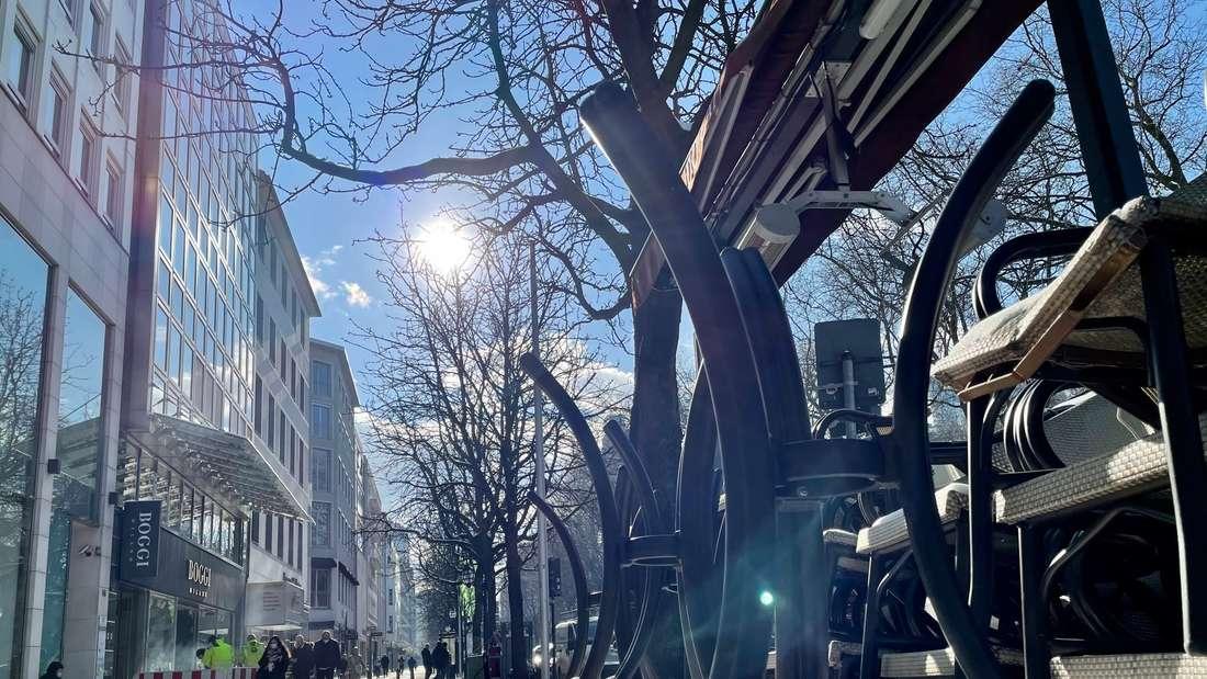 Blick in die Fußgängerzone der Düsseldorfer Königsallee