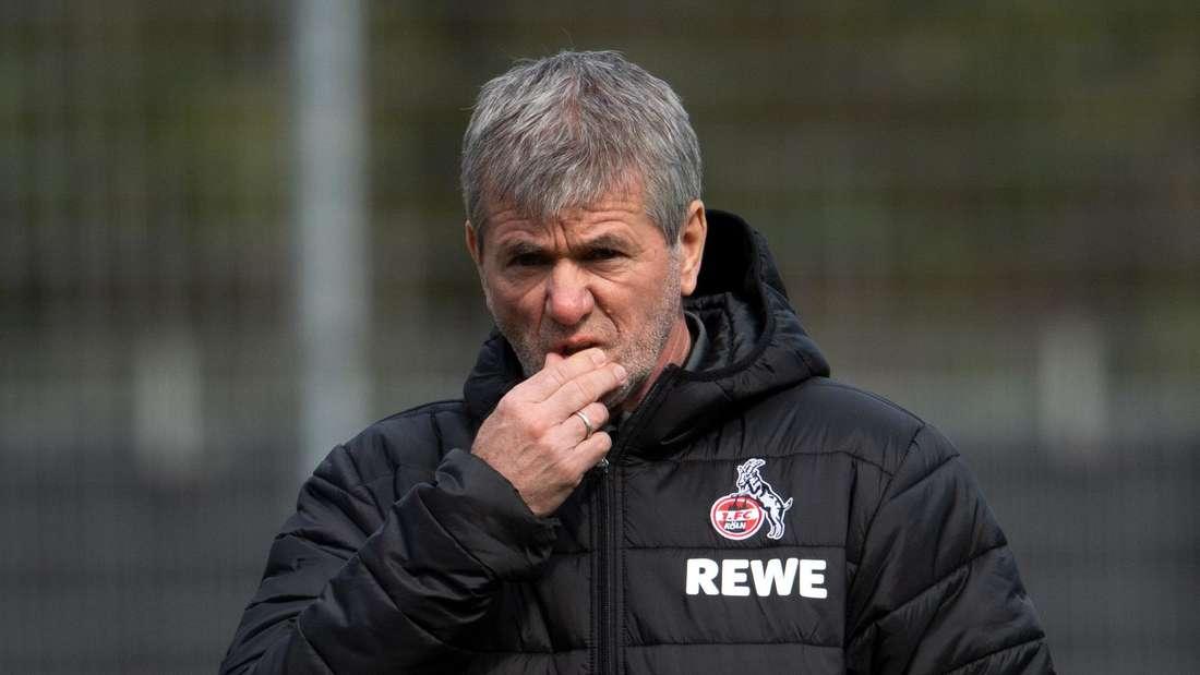 Friedhelm Funkel, der neue Trainer des F1. FC Köln leitet sein erstes Training.