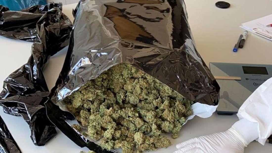 Eine große Menge Marihuana in einem Sack.