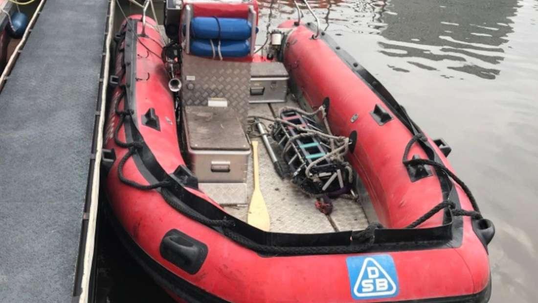 Das entwendete Rettungsboot der Feuerwehr Düsseldorf.