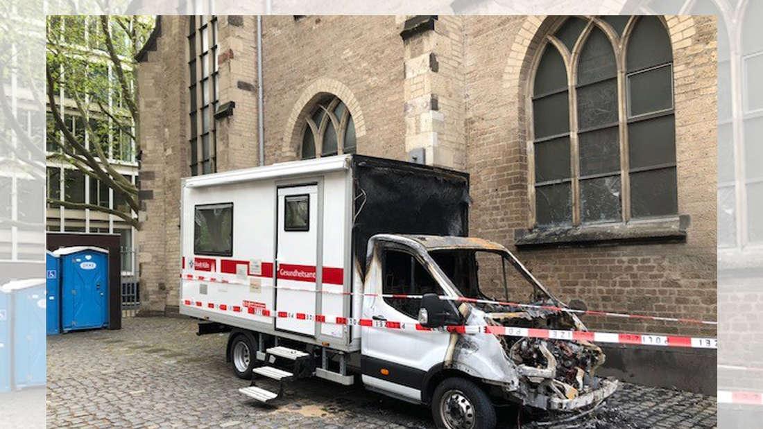 Der abgebrannte Beratungsbus der Stadt Köln.