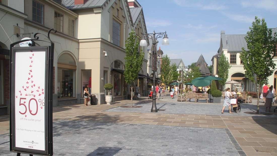 Die Straßen im Maasmechelen Village in Belgien.