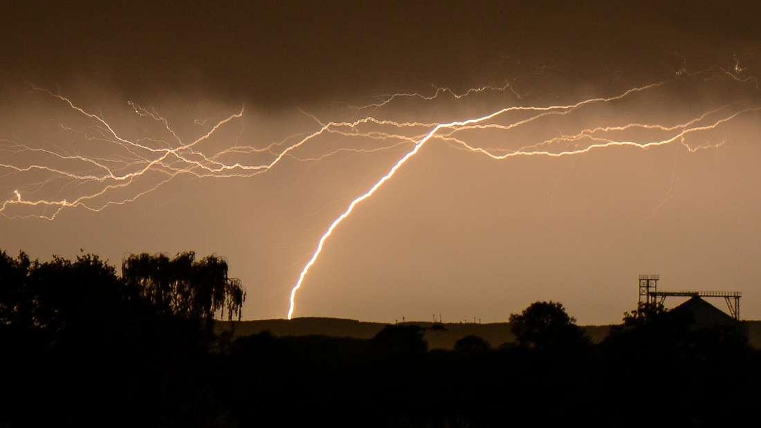 Unwetter in NRW sorgt für einen Blitzeinschlag.