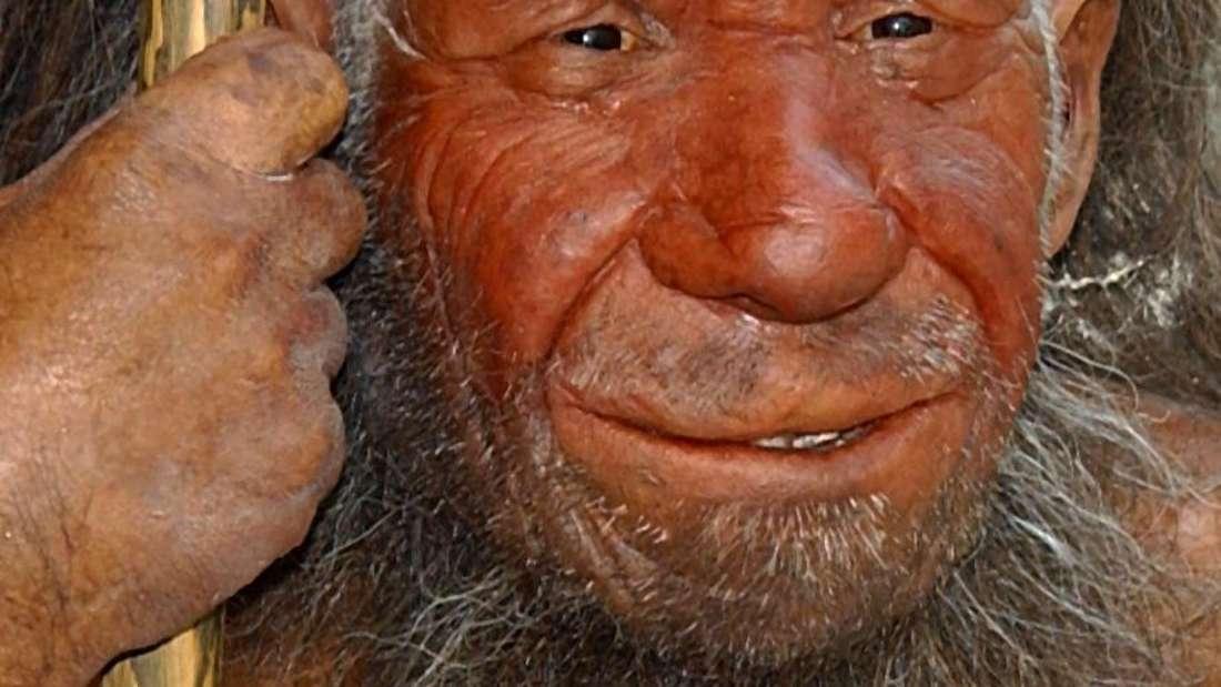 Die Figur des Neandertalers in der Eingangshalle des Neanderthal-Musums in Mettmann