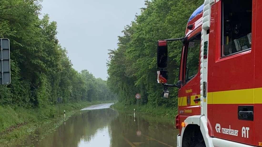 Überschwemmte Straße in Grevenbroich