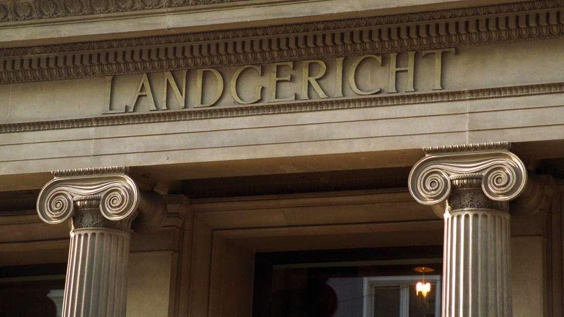"""Der Schriftzug """"Landesgericht"""" am Bonner Standort."""