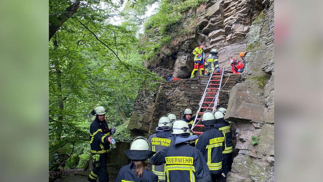 Rettung des Kletterers über die Rutsche