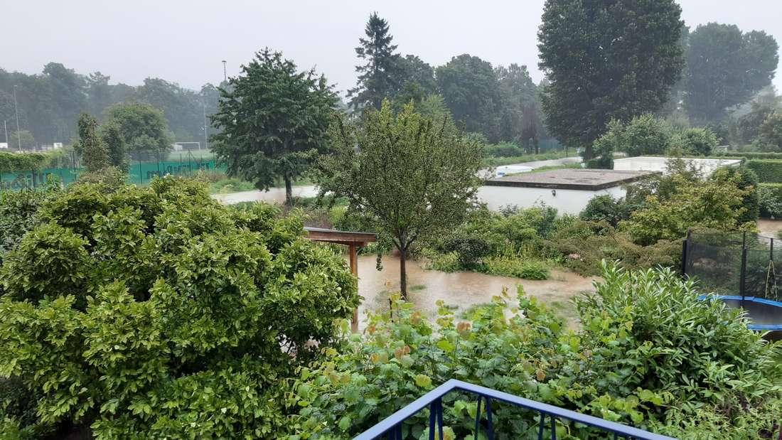 Die Ostpark-Siedlung in Grafenberg ist nach schweren Regenfällen überflutet.