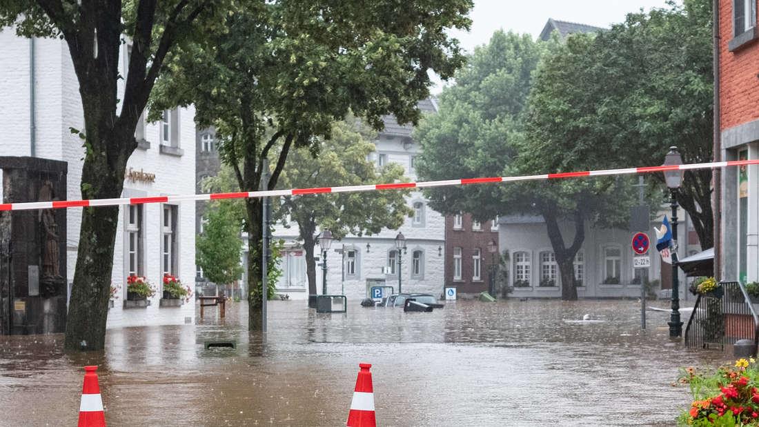 Die Altstadt von Kornelimuenster in Aaachen steht unter Wasser.