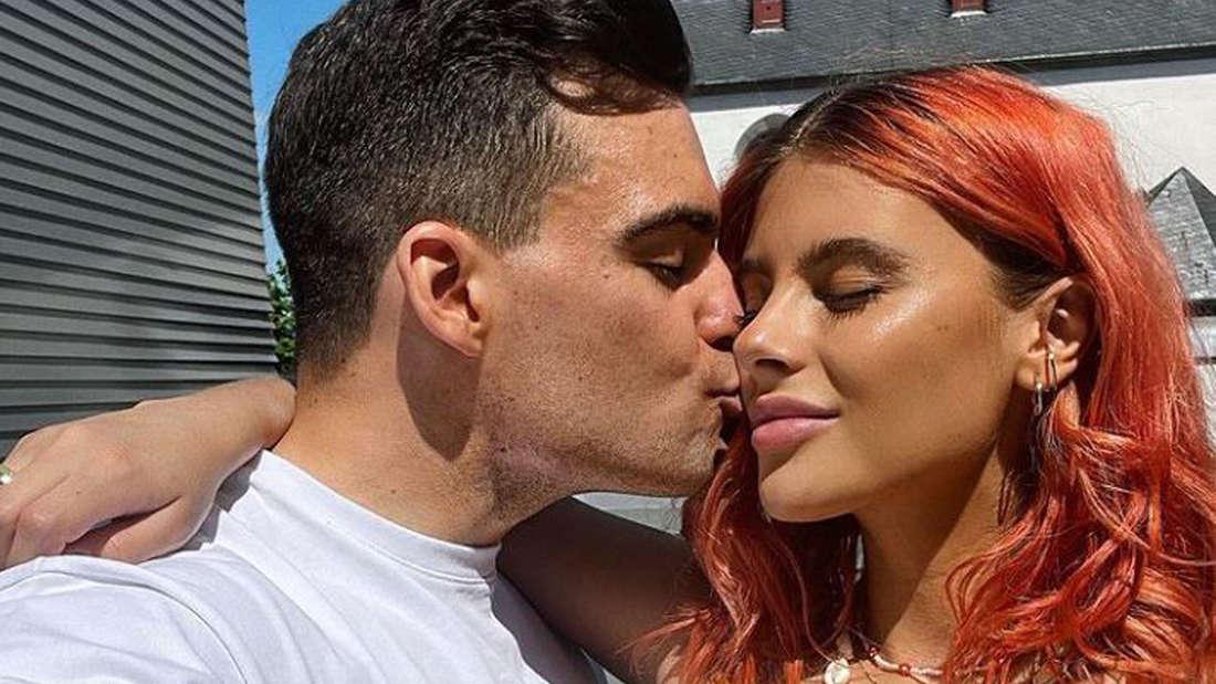 Stefano Zarrella küsst Romina Palm auf die Wange