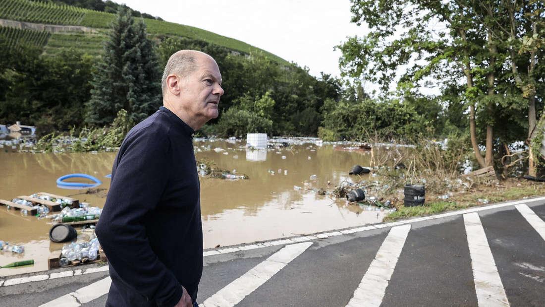 Olaf Scholz, Kanzlerkandidat der SPD, im Hochwassergebiet in Bad Neuenahr/Ahrweiler.