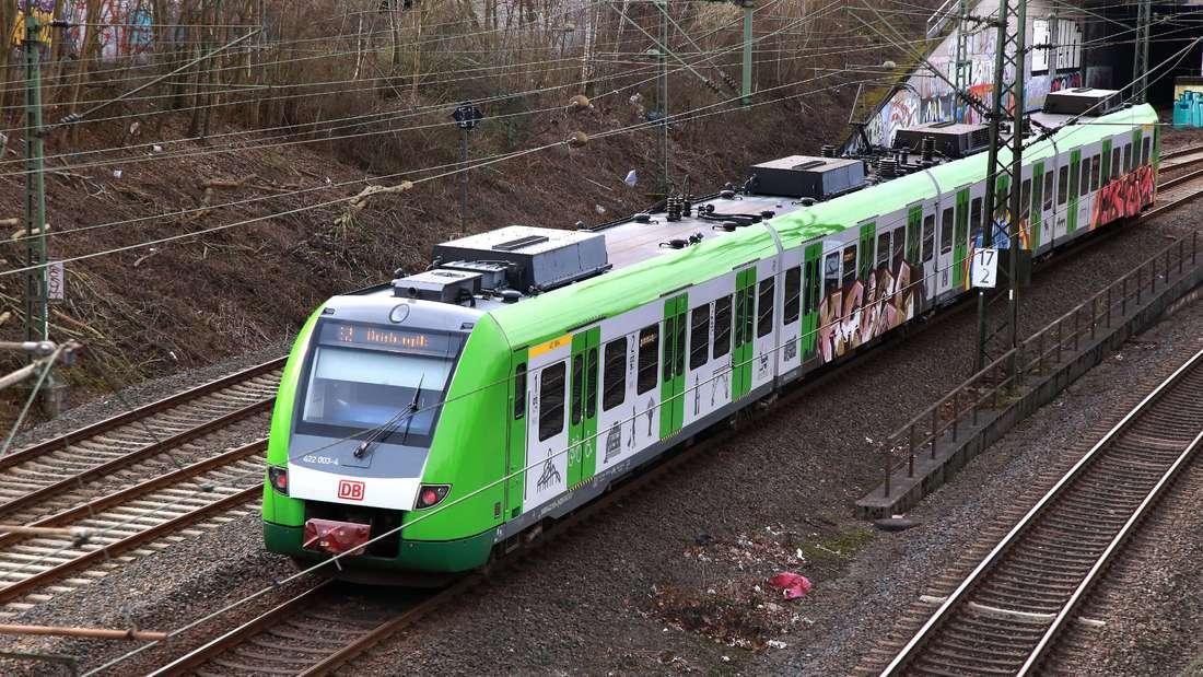 S Bahnzüge der Bahn fahren seit einiger Zeit mit grüner Lackierung