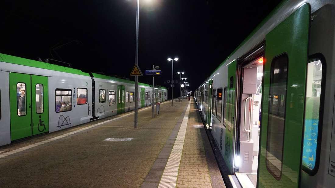 S-Bahn Haltepunkt der S-Bahn Rhein/Ruhr in Borbeck-Süd, wo sich zwei Züge der Linie S9 (Recklinghausen nach Hagen und umgekehrt) treffen