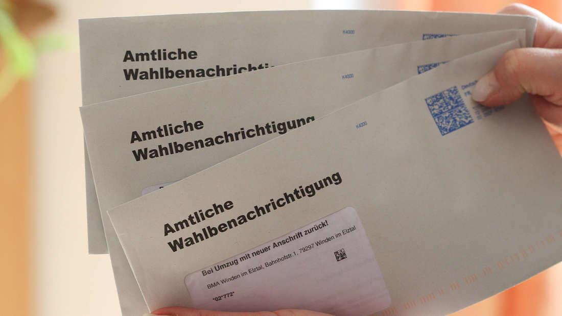 Amtliche Wahlbenachrichtigung in einem Briefumschlag.