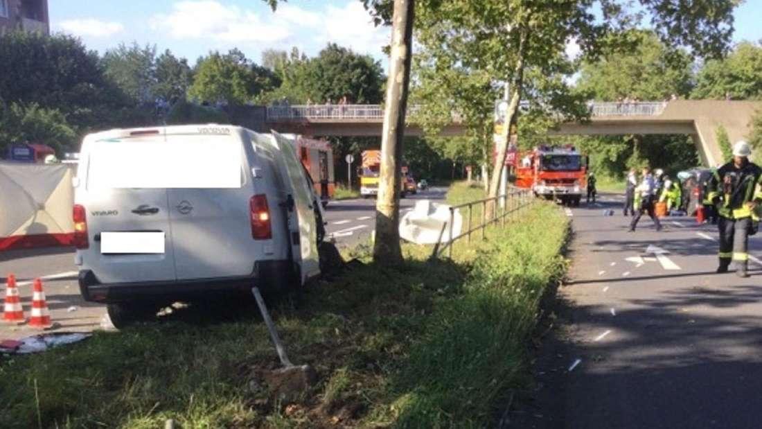 Eine Unfallstelle nach einer Auto-Kollision in Bonn-Brüser Berg