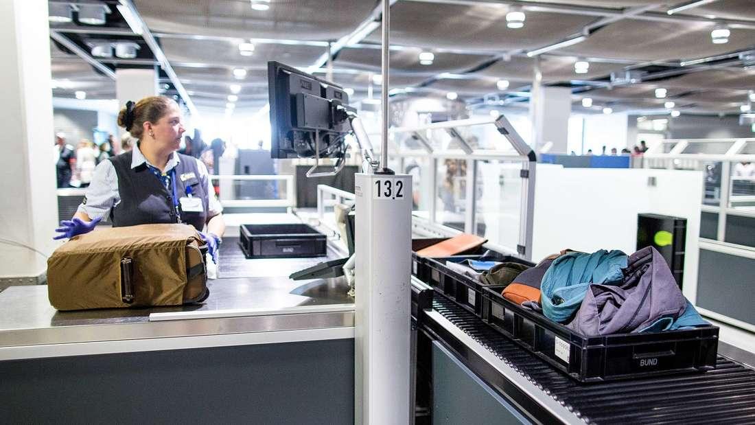 Am Flughafen in Düsseldorf leistete sich eine Passagierin einen gravierenden Fauxpas - und durfte deshalbnicht in den Flieger steigen.