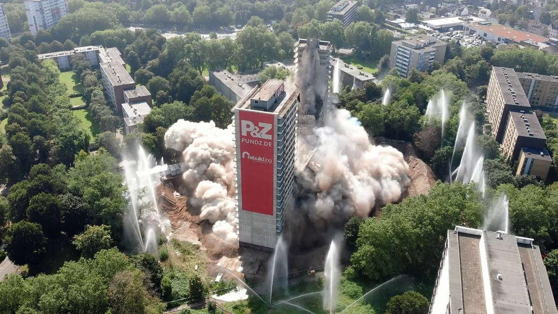Das Hochhaus «Weißer Riese» wird nach monatelanger Vorarbeit gesprengt