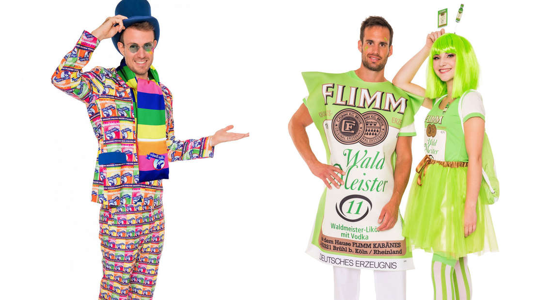 """Ein Mann trägt ein """"Ahoj Brause""""-Kostüm. Neben ihm stehen ein Mann und eine Frau, die als """"Flimm Waldmeister"""" verkleidet sind."""