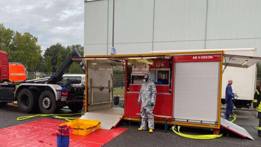 Die Feuerwehr Köln beim Einsatz am Coca-Cola Werk.