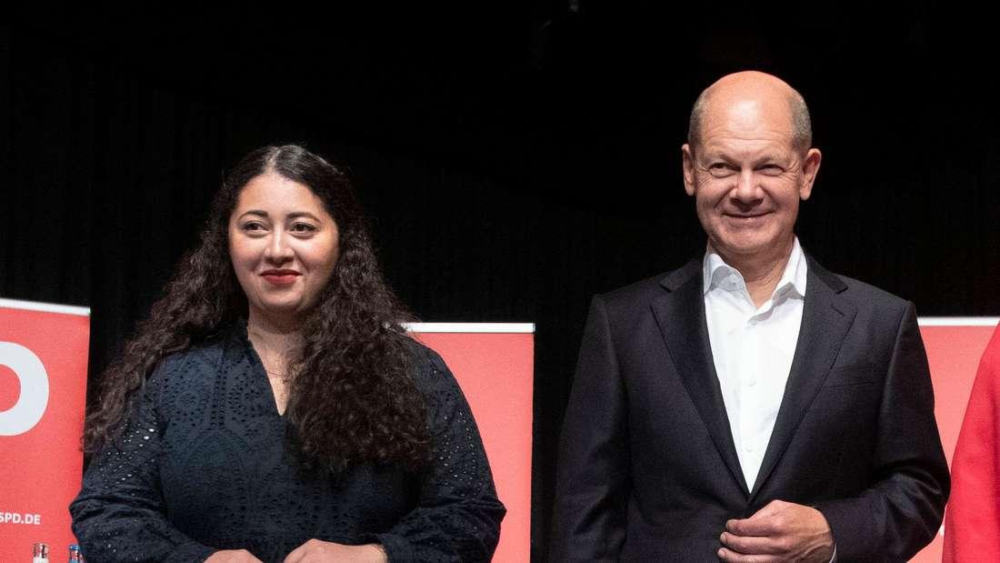 Von links: Christiane Jäger, Vorsitzende SPD Köln, Sanae Abdi, SPD Bundestagsabgeordnete, Olaf Scholz, Kanzlerkandidat, Marion Sollbach, Bundestagskandidatin und Rolf Mützenich, Bundestagskandidat.